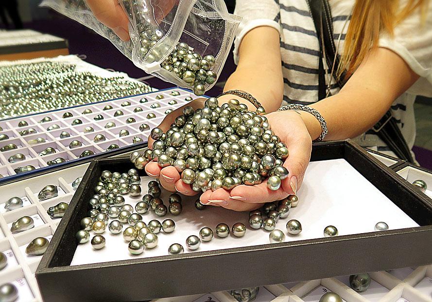 En handfull pärlor – Torben Skov Pearls, Precious