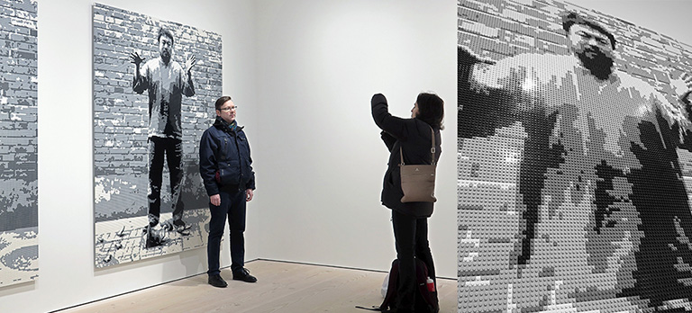 Ai Weiwei – Tyre på Galerie Forsblom: Dropping a Han Dynasty Urn (Lego)