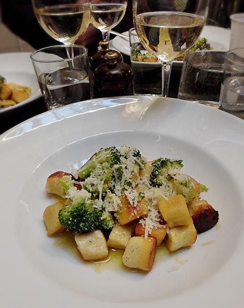 Gnocchi serverad vid lanseringen av vinboxen Cacadu Ridge Sémillon Sauvignon Blanc 2016 på Taverna Brillo