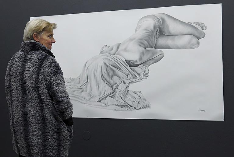 Josefin Lindskogs blyertsteckning på Young Art, Stockholm
