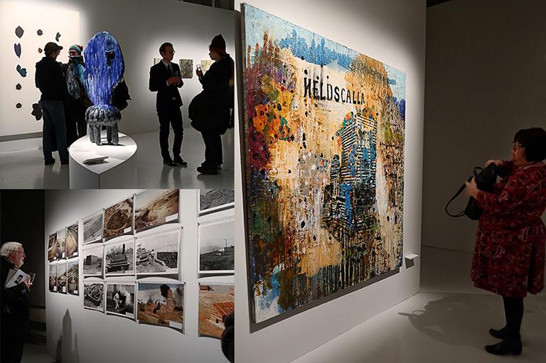 """Vernissage för Beckers konstnärsstipendiums 30-årsjubileumsutställning på Färgfabriken: Sara Möllers keramikskulptur """"Ben Blå"""" / Ulf Rollofs """"Dokumentation Abondanado"""" / Mikael Ericssons målning """"Heldscalla"""""""