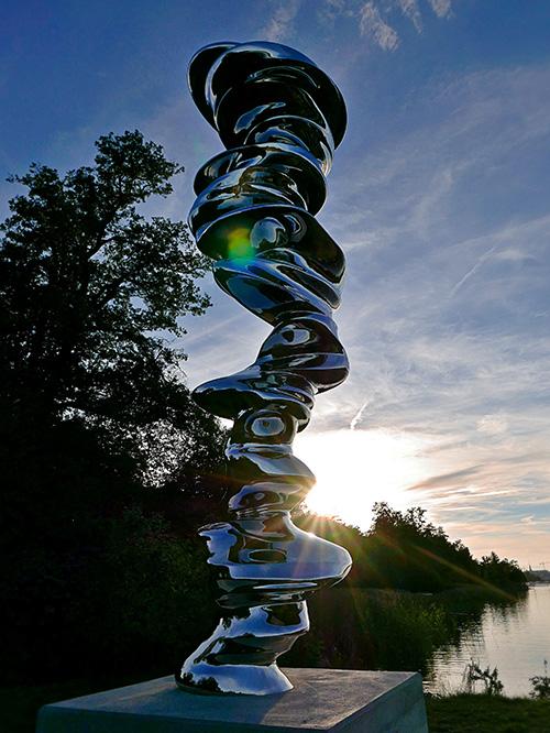 Skulpturen Points of View av Sir Tony Cragg utställd på Djurgården av Galleri Andersson/Sandström