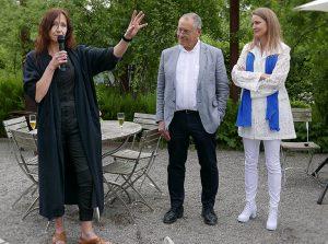 Konstnärinnan Eva Hild, galleristerna Sara Sandström Nilsson och Stefan Andersson på Rosendals Trädgård
