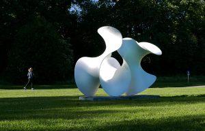 Skulpturen Wave av Eva Hild på Djurgården