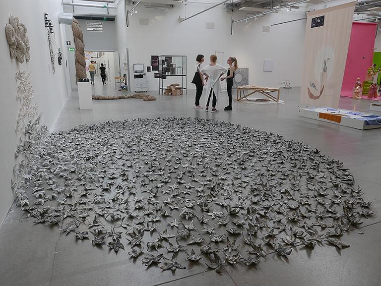 Nina Salalaiko – Grå blommor, Konstfacks vårutställning 2018