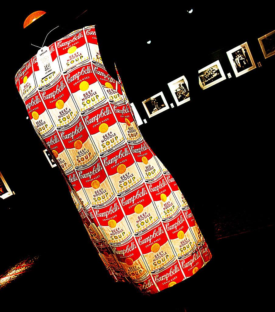 "Andy Warhol by Pepe Jeans. ""Campbell's Soup""-mönstrad-klänning på Stockholms Auktionsverks Fashion"