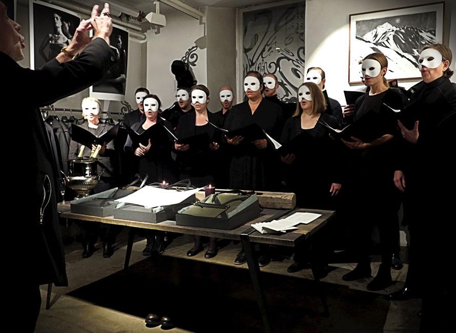 John Erik Elebys Kammarkör sjunger vid lanseringen av Brand-Fyr kollektionen på JUS Stockholm