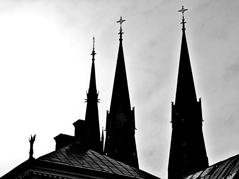 Silhuetter av Uppsala Domkyrkotorn
